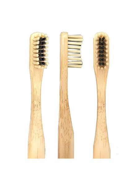 The Dirt Bambusowa szczoteczka do zębów z włosiem węglowym.
