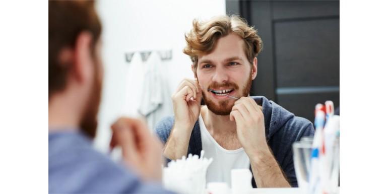 Dlaczego i jak używać nici dentystycznej i płynu do płukania?
