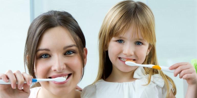 Jak dbać o zdrowie zębów? Rozprawiamy się z mitami!