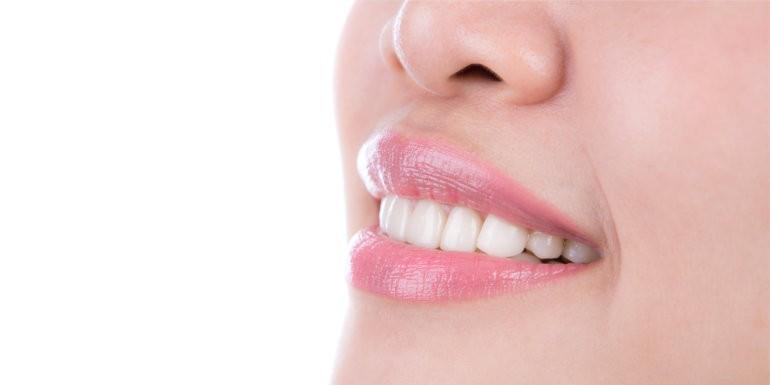 Z uśmiechem w Nowy Rok - jak szybko wybielić zęby?