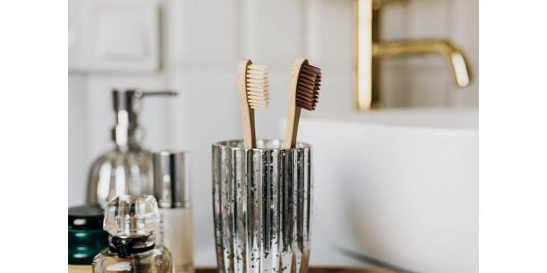 Szczoteczka do zębów - jak często wymieniać i jak o nią dbać?