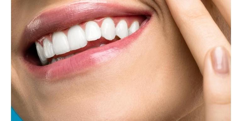 Jak osiągnąć śnieżnobiały uśmiech z paskami wybielającymi?