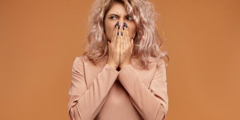 Nieprzyjemny zapach z ust – przyczyny i walka z halitozą