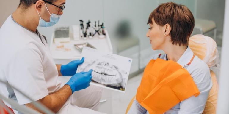 Czy możliwe jest wybielanie zęba martwego lub naturalnie żółtego?