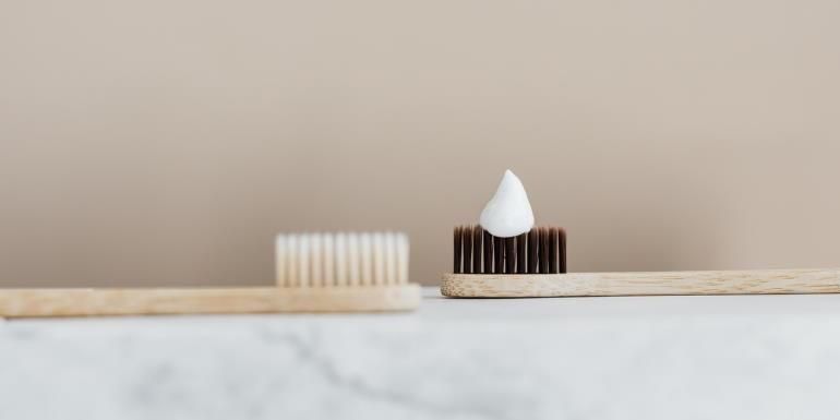 Bambusowa szczoteczka do zębów - zalety, wady, cechy